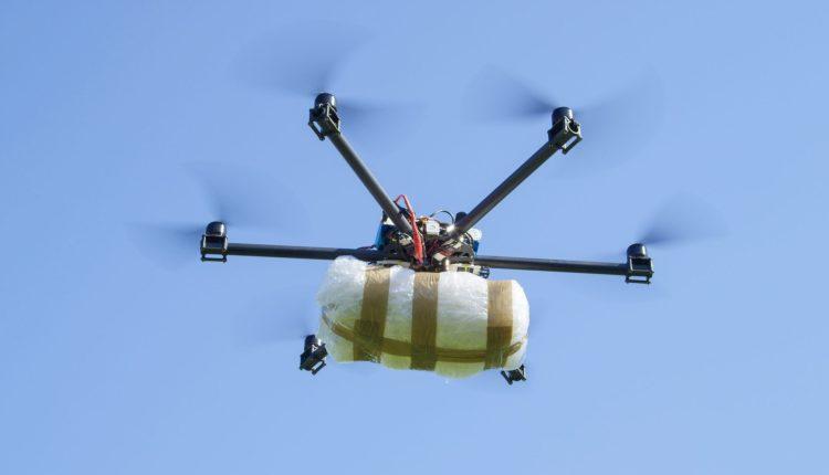 ضبط شحنة من الأقراص المخدرة كانت موصولة بطائرة مسيرة صغيرة الحجم انطلقت من سبتة في اتجاه الفنيدق